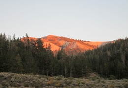 One of the whitish peaks in the Sweetwater Mountains reflects the final sun